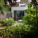 zicht van achterin de tuin