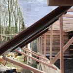 Opkweekbak met recup-golfplaten, wordt gevoed door regenwater vd (groen)daken.